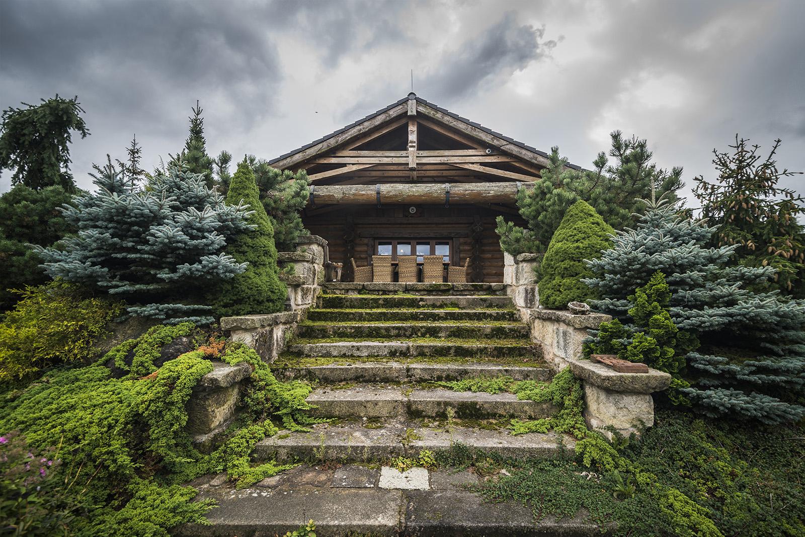 Krásná příroda okolo luxusního srubu Líny